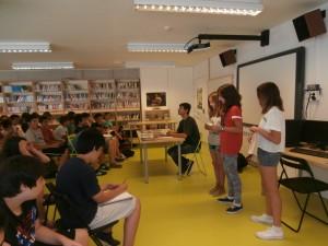 La Marina i el Jatniel presentant l'escriptor.
