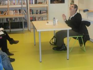 """La Sílvia Alcàntara, autora d'""""Olor de colònia"""", durant la xerrada que vam fer al novembre."""